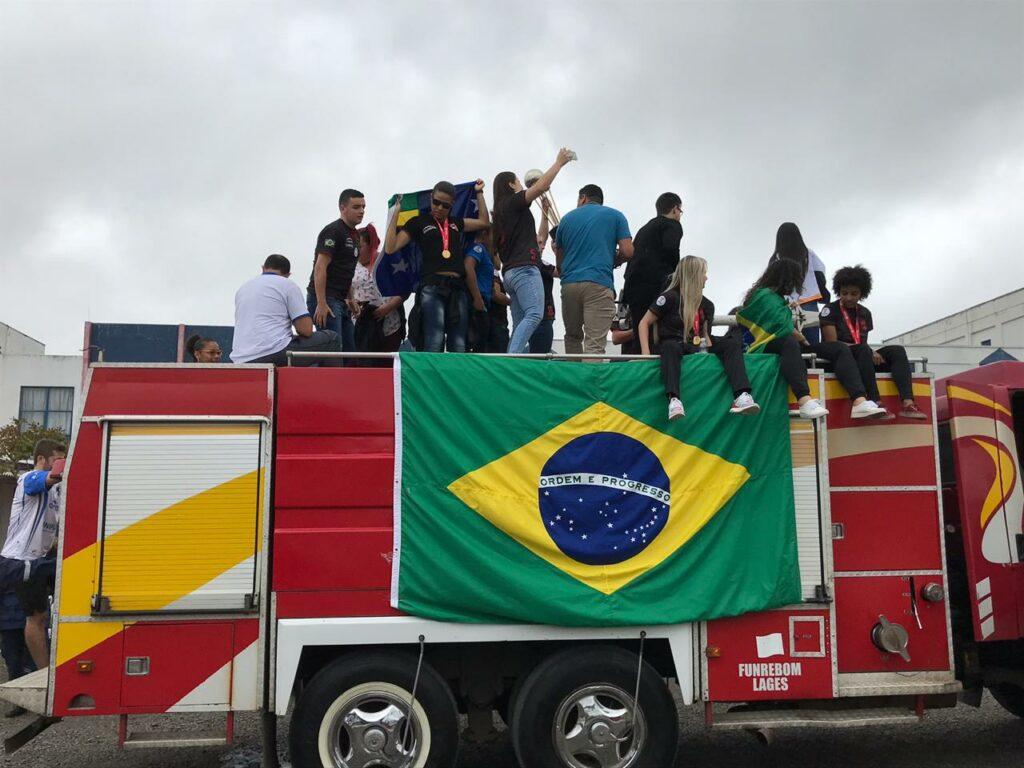 leoas da Serra são recepcionadas em Lages após conquistar a América ... 64ba042ec514a